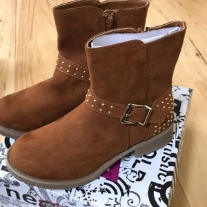 Brown with gold details Brash boot.
